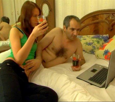 Дочка включила папику порно тот возбудился и поимел молодую извращенку