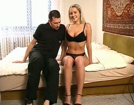 Умело развели глупышку на групповой секс